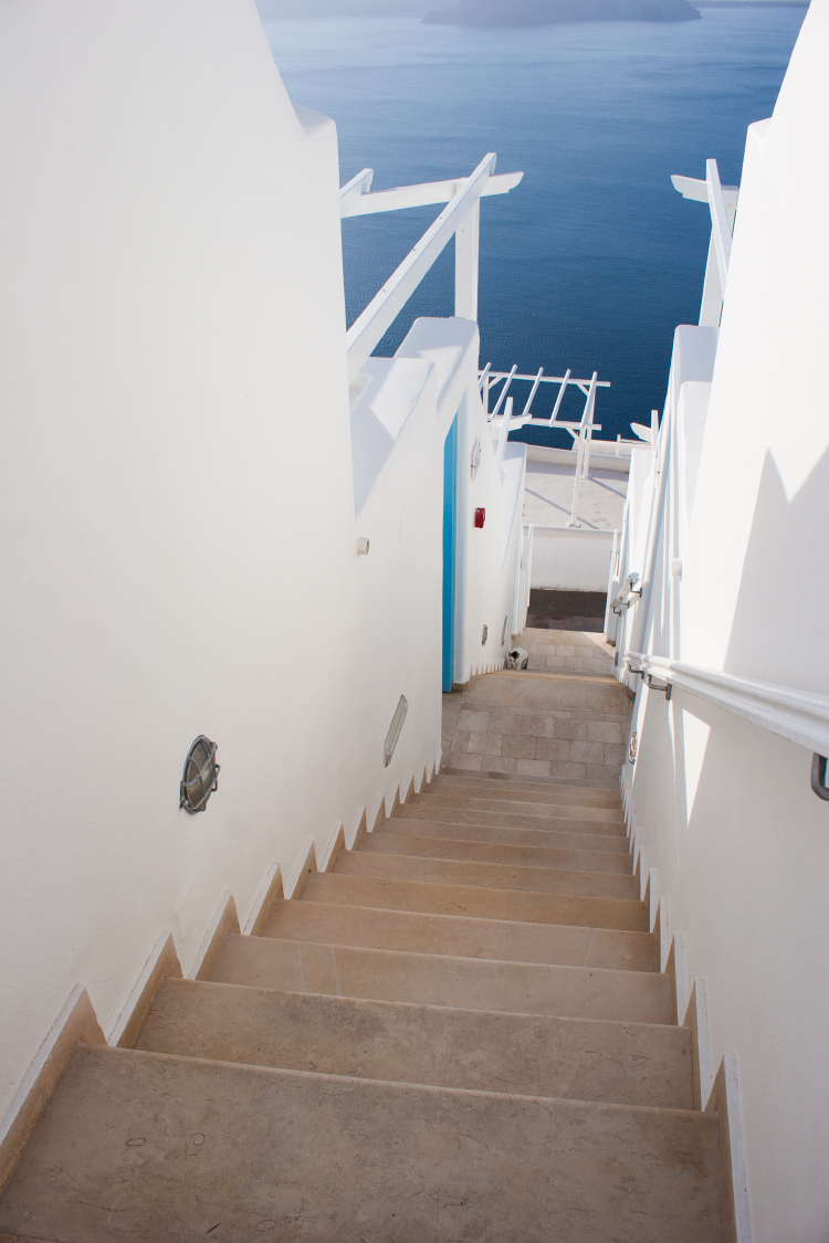 above blue suites santorini